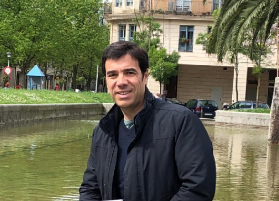 Entrevista Radio Euskadi, El retorno de Ander Azurmendi, el peculiar investigador de Anton Arriola